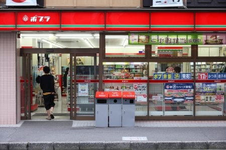 HIROSHIMA, JAPAN - APRIL 21: Poplar convenience store on April 21, 2012 in Hiroshima, Japan. Poplar is one of largest convenience store franchise chains in Japan with 818 shops. Stock Photo - 13887357