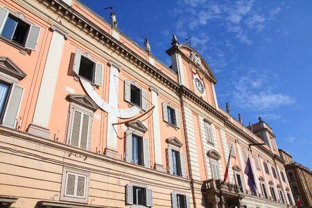 piacenza: Piacenza, Italia - Emilia-Romagna. Edificio neocl�sico - Palazzo del Governatore.