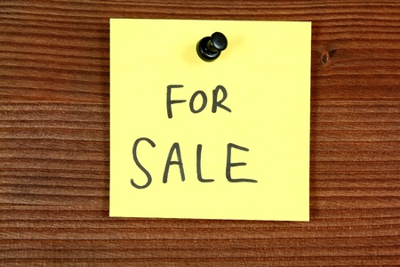 Sticky note with a message - for sale. Classified ad bulletin board. Stock Photo - 14202121