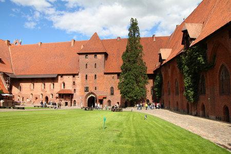 teutonic: Castello di Malbork in Pomerania regione della Polonia. Fortezza dei Cavalieri Teutonici noto anche come Marienburg.