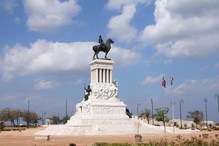 национальной достопримечательностью: Гавана, Куба - национальная достопримечательность. Памятник Максимо Гомес.