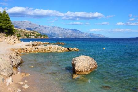 paisaje mediterraneo: Croacia - Paisaje Mediterr�neo en Dalmacia. Lokva Rogoznica-playa - Mar Adri�tico. Foto de archivo