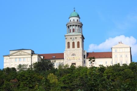 benedictine: Pannonhalma Abbey, Hungr�a. Abad�a benedictina en el oeste de la regi�n Transdanubia Foto de archivo