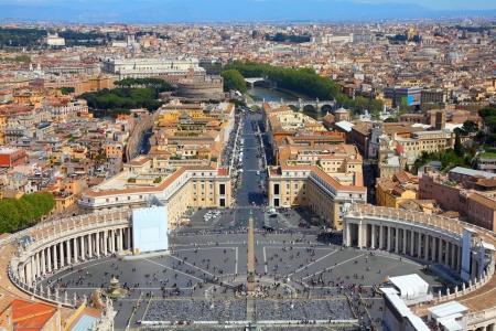 Rom, Italien. Berühmte Petersplatz in Vatikan und Antenne Ausblick auf die Stadt