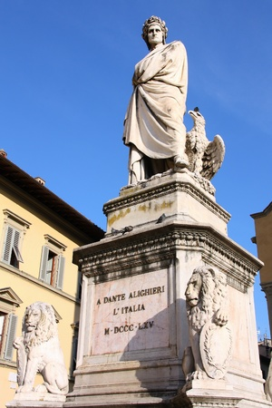 dante alighieri: Statue of Dante Alighieri in Florence, Italy. Famous poet.