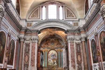 martiri: ROME - APRIL 9: Interior of Basilica of Saint Mary of Angels and Martyrs on April 9, 2012 in Rome. It is old famous baroque church dating back to 1562. Editorial