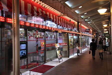 proceeds: KYOTO, JAP�N - 16 de abril: La gente visita sal�n de pachinko, el 16 de abril de 2012 en Kyoto, Jap�n. Ingresos anuales de pachinko en Jap�n (EE.UU. $ 378 mil millones) son mayores que los ingresos de juegos de azar en todo el mundo. Editorial