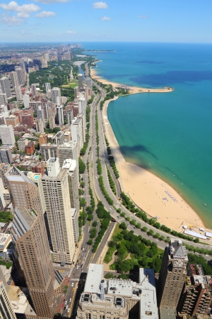 Chicago, Illinois en los Estados Unidos. Horizonte de la ciudad con el lago Michigan y el distrito hist�rico de Gold Coast. photo