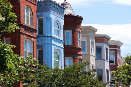 워싱턴 DC, 미국의 수도. 다채로운 타운 하우스와 국회 의사당 지구. 스톡 콘텐츠