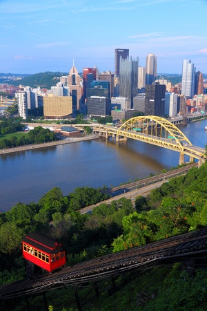 incline: Pittsburgh, Pennsylvania - city in the United States. Skyline with Monongahela River and Duquesne Incline funicular Stock Photo