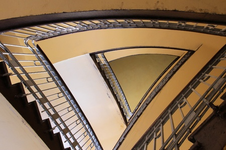 artdeco: Bytom, regi�n de Silesia en Polonia. Antiguo hermosa arquitectura - escalera triangular en una casa unifamiliar.