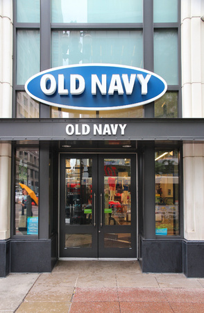 magnificent mile: CHICAGO - JUNE 26: Old Navy store at Magnificent Mile on June 26, 2013 in Chicago. The Magnificent Mile is one of most prestigious shopping districts in the United States.