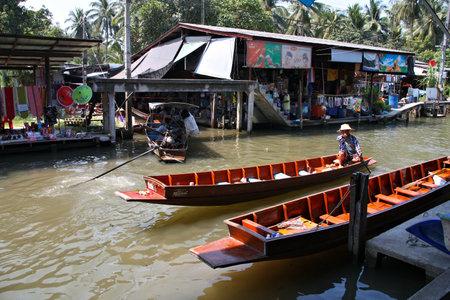 damnoen saduak: RATCHABURI, THAILAND - MARCH 30: People visit Damnoen Saduak floating market on March 30, 2008 in Ratchaburi, Thailand. Damnoen Saduak is the most popular floating market in Thailand.