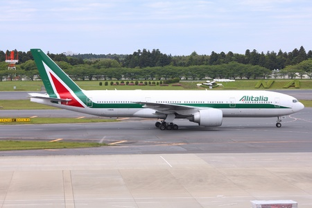 bn: TOKYO - MAY 12: Japan Airlines Boeing 777 taxis on May 12, 2012 from Narita Airport, Tokyo. Alitalia operates fleet of 104 aircraft and had 3.59 bn EUR revenue in 2012.