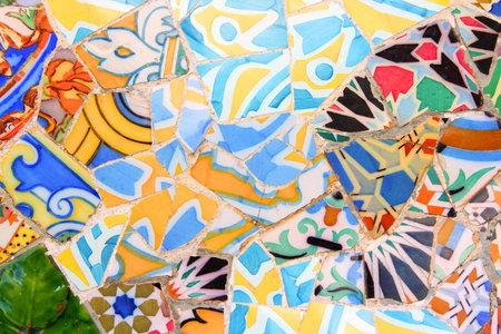 trencadis: BARCELONA, ESPA�A - 6 DE NOVIEMBRE: El arte de cer�mica en el Parque G�ell de 6 de noviembre de 2012 en Barcelona, ??Espa�a. Fue construido en 1900-14 y forma parte del Patrimonio de la Humanidad �Obras de Antoni Gaud�.
