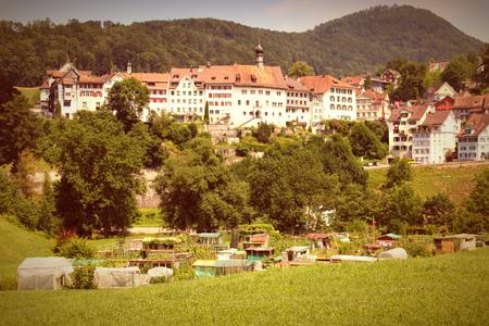 st  gallen: Lichtensteig - bello casco antiguo en el cant�n de St. Gallen, Suiza. Cruz estilo de color de procesamiento - tono retro.