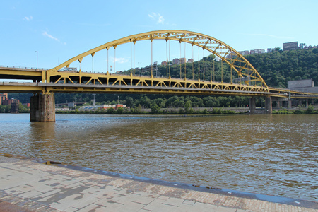 allegheny: Pittsburgh, Pennsylvania - city in the United States. Fort Pitt bridge over Allegheny River. Double-decked bowstring arch bridge Stock Photo