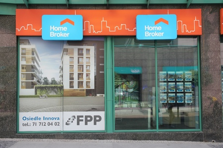 dolnoslaskie: WROCLAW, POLAND - JULY 6, 2014: Home Broker real estate agency in Wroclaw. It is part of Open Finance group. Open Finance had 45.7 million PLN income in 2013.