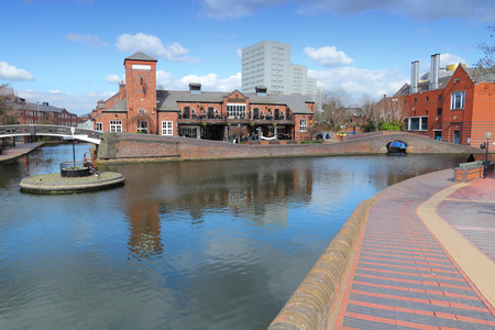 midlands: Birmingham water canal network - famous Birmingham-Fazeley roundabout. West Midlands, England.