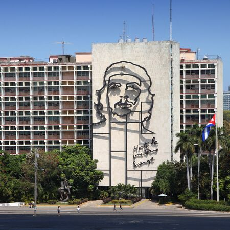 che guevara: HAVANA, CUBA - FEBRUARY 26, 2011: Che Guevara steel outline on Ministry of Interior in Havana, Cuba. The iconic building at Revolution Square is among most recognizable in Cuba. Editorial