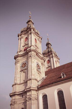 st  gallen: Abad�a de St. Gallen en Suiza. Cruz estilo de color de procesamiento - tono filtrada retro.