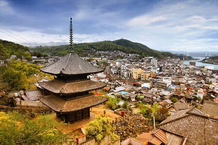 filtered: Onomichi, Jap�n - ciudad en la regi�n de Chugoku. Vista a�rea de una pagoda. Efecto de color tono Retro - filtra los colores estilo.