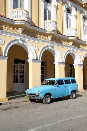 capita: SANCTI SPIRITUS, CUBA - FEBRUARY 6, 2011: Oldtimer American car parked in the street in Sancti Spiritus. Cuba has one of the lowest car-per-capita rates (38 per 1000 people in 2008). Editorial