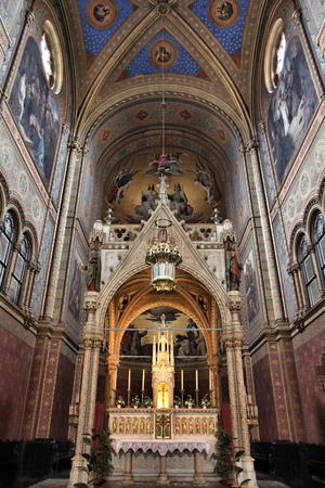 classicism: VIENNA, AUSTRIA - SEPTEMBER 9, 2011: Interior view of Altlerchenfelder Church in Vienna. The church was consecrated in 1861. It features classicism and historicism styles.