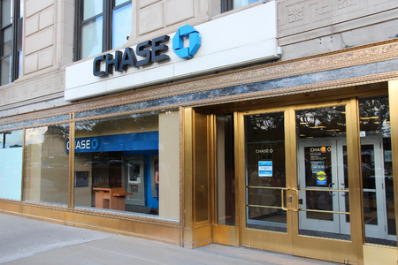 bank branch: CHICAGO, USA - JUNE 27, 2013: Chase Bank in Chicago. JPMorgan Chase Bank is one of Big Four Banks of the US. It has 5,100 branches and 16,100 ATMs. Editorial