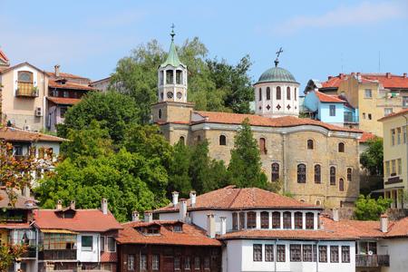 veliko: Veliko Tarnovo in Bulgaria. Old Town architecture.