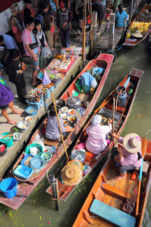 ratchaburi: RATCHABURI, THAILAND - DECEMBER 24, 2013: People visit Damnoen Saduak floating market. Damnoen Saduak is the most popular floating market in Thailand. Editorial
