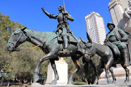 don quijote: Madrid, Espa�a - monumentos de la Plaza de Espa�a. Caballero famoso de ficci�n, Don Quijote y Sancho Panza de la historia de Cervantes.