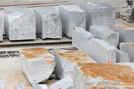 Carrara, Italië - marmer groeve in Fantiscritti vallei. Marmeren werken van Miseglia. Stockfoto