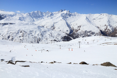 station ski: Snowy mountains and ski lifts in Alps of France. Galibier-Thabor skiing station in Valmeinier and Valloire. Massif des Cerces mountain range in Savoie Department of Rhone-Alpes region. Stock Photo