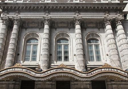 teatro: NUEVA YORK, EE.UU. - julio 2, 2013: Lyceum Theatre en Broadway, Nueva York. El teatro en el West 45th Street se abri� en 1903.