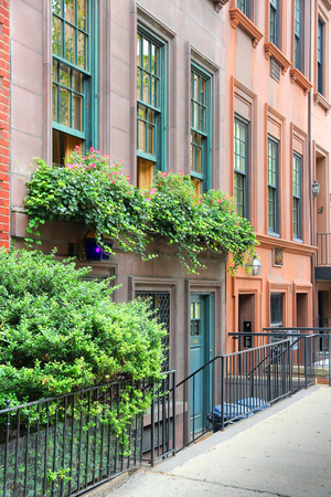 old new york: New York brownstone houses - old townhouses in Lenox Hill, Upper East Side neighborhood in Manhattan. Stock Photo