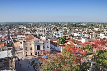 Aerial view of city architecture in Santa Clara, Cuba. Imagens
