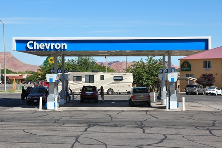 fill up: MOAB, USA - JUNE 22, 2013: People fill up their cars at Chevron gas station in Moab, Utah, USA. Chevron is a multinational energy corporation it employs 64,600 people (2013). Editorial