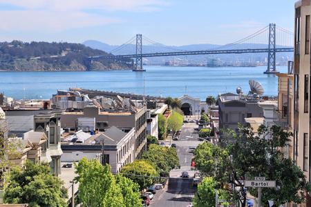 ville de San Francisco vu de Telegraph Hill. Bay Bridge en arrière-plan.