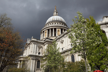 saint pauls cathedral: Storm clouds over London, UK. Saint Pauls Cathedral.