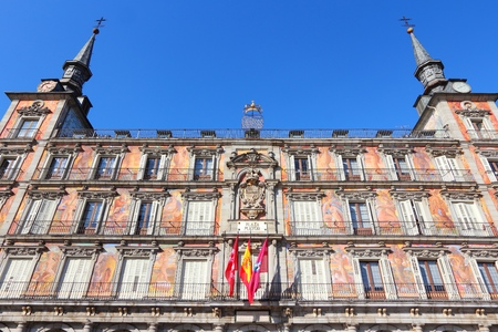 mayor: Plaza Mayor, Madrid. Landmark city square in Spain.