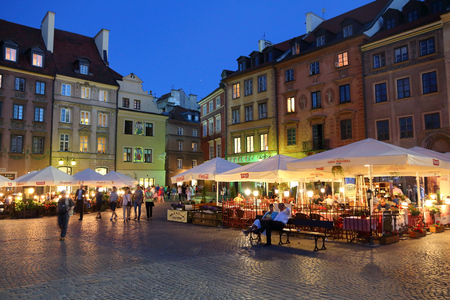 rynek: WARSAW, POLAND - JUNE 18, 2016: People visit Rynek main square in Old Town in Warsaw, Poland. Warsaw is the capital city of Poland. 1.7 million people live here. Editorial