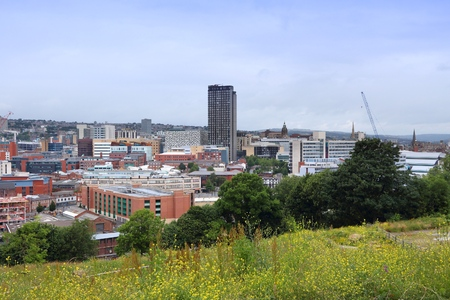 sheffield: Sheffield - city in South Yorkshire, UK. Cityscape from South Street Park. Stock Photo