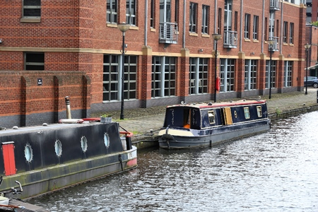sheffield: Sheffield - city in South Yorkshire, UK. Canal waterway basin and narrowboats.