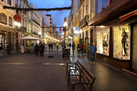 las palmas: LAS PALMAS, SPAIN - NOVEMBER 29, 2015: People visit Triana shopping street in Las Palmas, Gran Canaria, Spain. Canary Islands had record 12.9 million visitors in 2014.