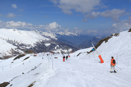 station ski: Winter in French Alps - skiing in Valmeinier-Valloire skiing station. Europe ski area.