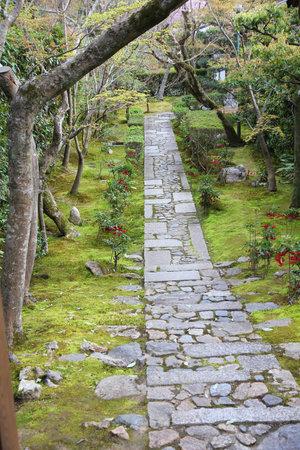 empedrado: Kyoto, Japón - jardín zen en el templo Ryoanji (Ryoan-ji). Jardín japonés. Editorial