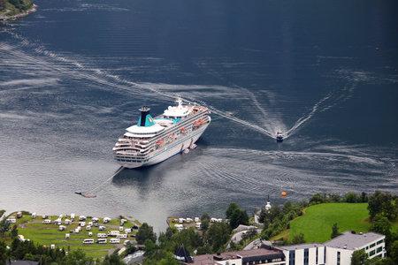 reisen: GEIRANGER, NORWAY - JULY 19, 2015: MV Artania cruise ship in Geiranger, Norway. The ship was made in Helsinki Shipyard by Wartsila. It is operated by Phoenix Reisen, German tour operator.