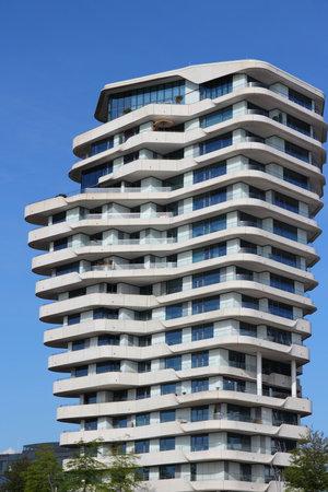 HAMBURG, GERMANY - AUGUST 28, 2014: Marco Polo Tower futuristic residential building in Hamburg's HafenCity district. It was designed by Behnisch Architekten. Redakční