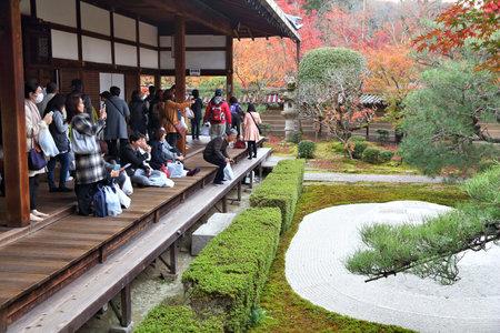 momiji: KYOTO, JAPAN - NOVEMBER 24, 2016: People visit Eikando Zenrinji temple in Kyoto, Japan. The Jodo Buddhism temple dates back to year 853. Editorial